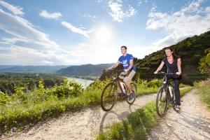 E-Bike-Urlaub im Gartenhotel und Weingut Pfeffel, einem Mitglied der 50plus Hotels Österreich: www.pfeffel.at.